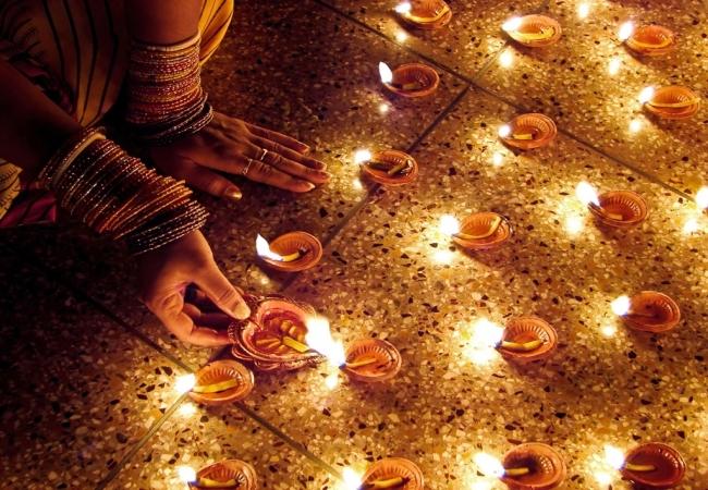 VIAJE GRUPAL A LA INDIA Y NEPAL CON FIESTA DIWALI EN INDIA - Abhaneri / Agra / Benarés / Calcuta / Delhi / FATEHPUR SIKRI / Fuerte Amber / Jaipur / Jhansi / Khajuraho / Orchha / Katmandú /  - Buteler en India