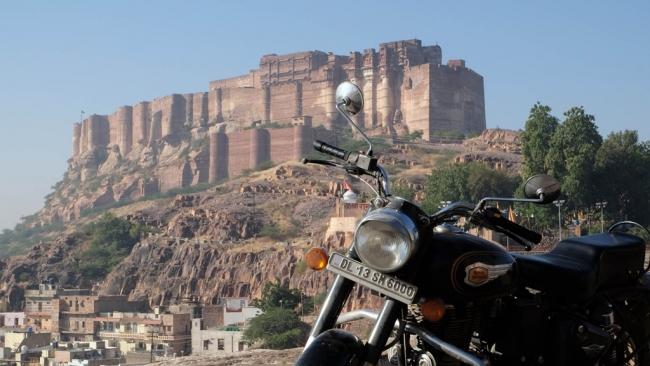 VIAJE GRUPAL RECORRIENDO LA INDIA EN MOTO - Buteler en India
